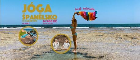 Jóga na pláži ve Španělsku